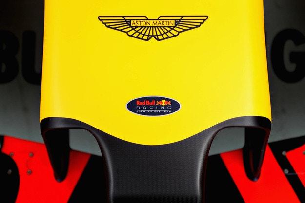 Отборите се интересуват от двигателите на Aston Martin
