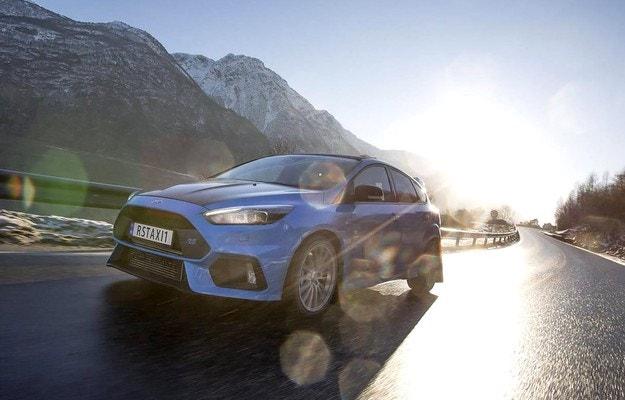 Ford Focus RS с 350 к.с. стана такси в Норвегия
