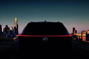 Lexus ще покаже новия компактен кросоувър UX