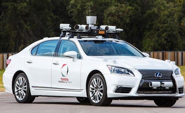 Toyota спря тестовете с автономни автомобили
