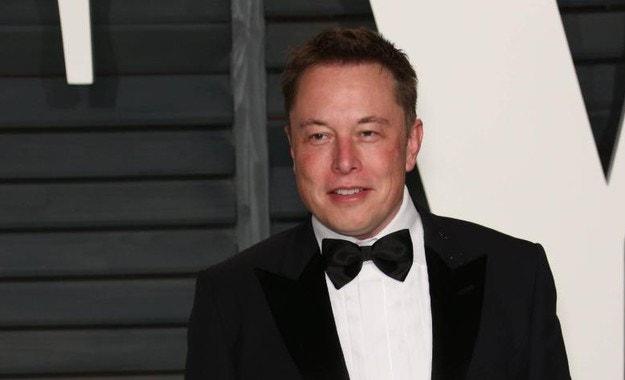 В Tesla определиха дивидент на Илън Мъск