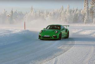 Най-мощното Porsche дрифтира по Полярния кръг