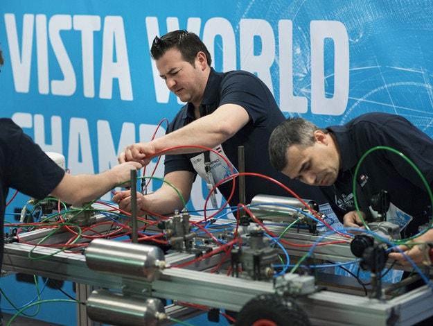 Два наши отбора на най-голямото състезание за механици