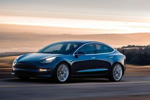 Илън Мъск разкри Tesla Model 3 с два мотора