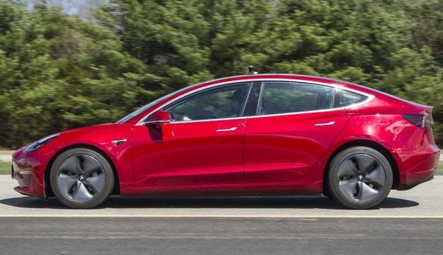 Откриха  проблеми със спирачките на Tesla Model 3