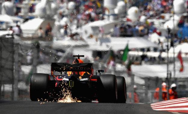 Рикардо отвя Mercedes и Ferrari в Монако