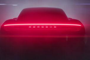 Porsche показа силуета на първия си електромобил