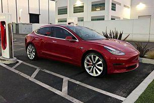 Tesla ще направи от Model 3 конкурент на BMW M3
