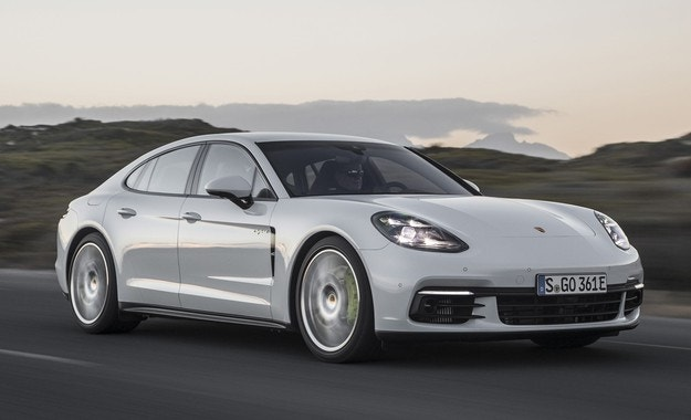 Porsche с повече продажби през шестте месеца
