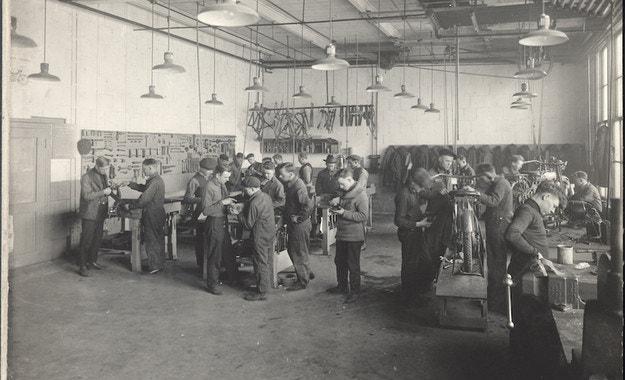 Преди 101 г. Harley-Davidson открива школа за механици