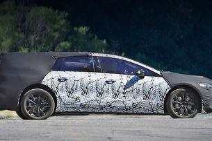 Електрическият Mercedes EQS вече със серийни форми