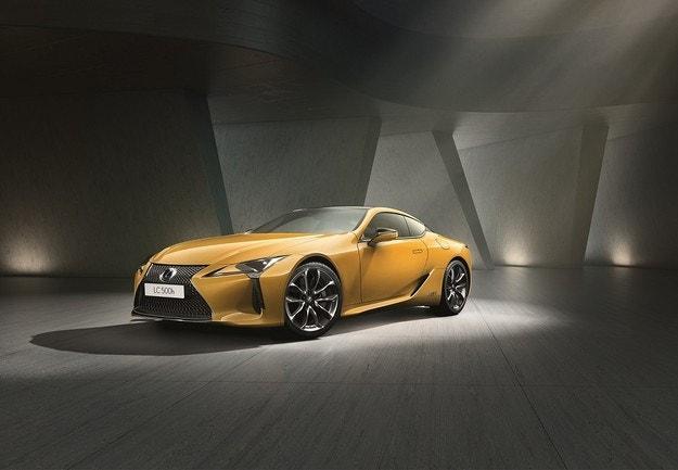 Lexus представя новото купе LC Yellow Edition