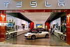 Акциите на Tesla паднаха след съдебния иск в САЩ