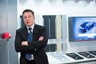 Илън Мъск няма да отстъпи шефските постове в Tesla