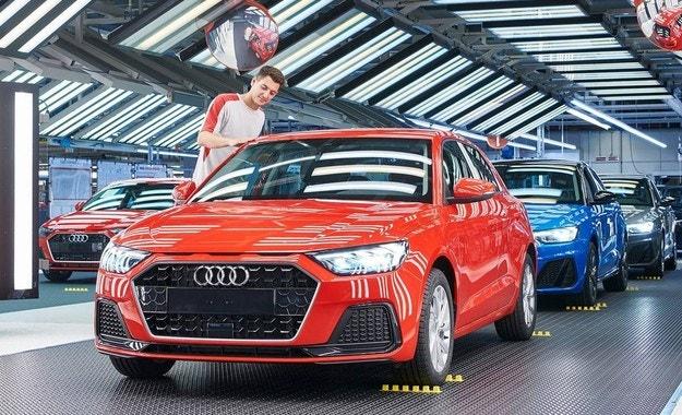 Сглобяват най-малкия модел на Audi в завод на Seat
