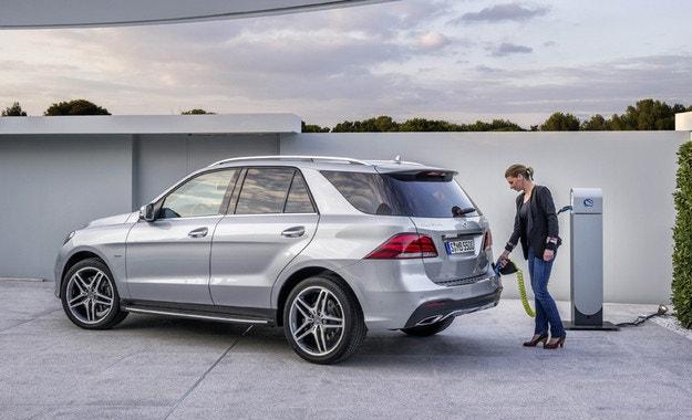 Хибридът Mercedes-Benz GLE увеличава пробега на ток