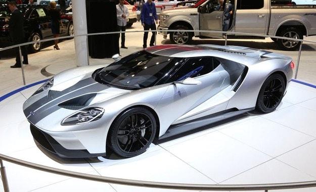 Ford ще продължи да прави суперавтомобила GT