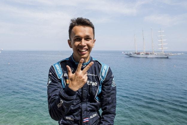 Албон ще замени Хартли в Toro Rosso