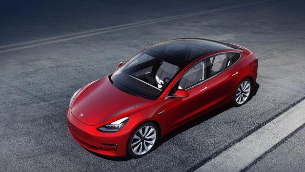 Tesla Model 3 идва в Европа със скъпи версии