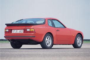 Задържаха 75- годишна без книжка с Porsche 944