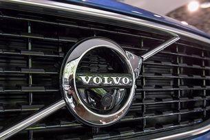 Volvo отзовава 200 хил. автомобила по света