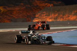 Ferrari подари победата на Хамилтън в Бахрейн