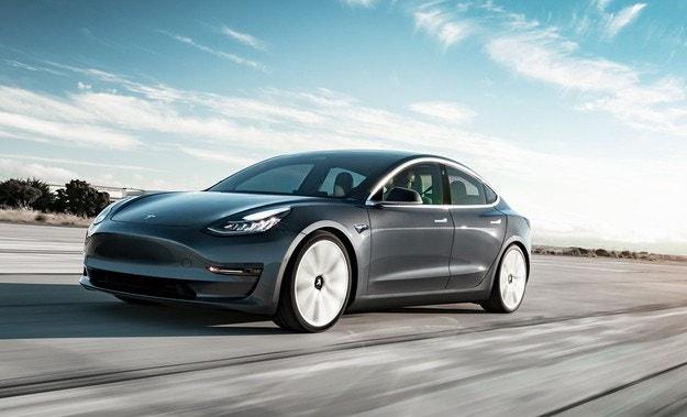 Автомобилите Tesla ще заобикалят дупките на пътя