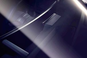 Електрическият кросоувър на BMW с огромен екран