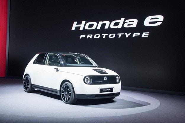 Honda e ще получи батерия с капацитет 35,5 кВтч