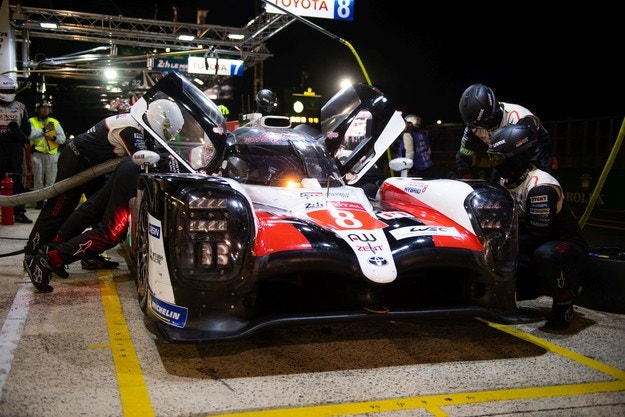 Драма на финала подари победата на Toyota 8 в Льо Ман
