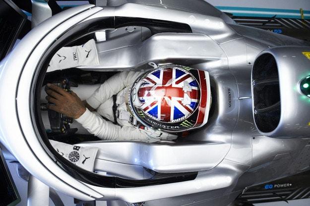Късметът даде победата на Хамилтън във Великобритания