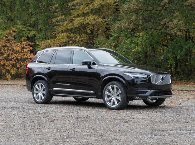 Volvo отзовава половин милион автомобила