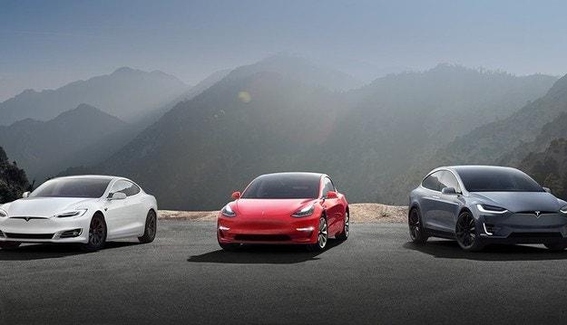 За три месеца Tesla губи повече от 400 млн.  долара
