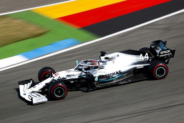 Хамилтън даде пола на Mercedes в Германия