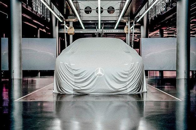 Mercedes-Benz анонсира премиерата на мистериозен модел