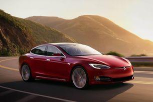 Автомобилите на Tesla получават три електомотора