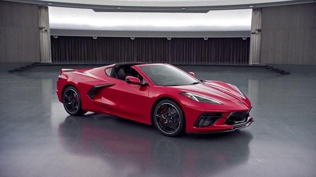 Дебютира кабриолетът Chevrolet Corvette Stingray