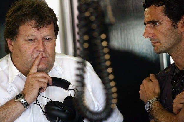 Ръководството на McLaren Mercedes защити Хамилтън