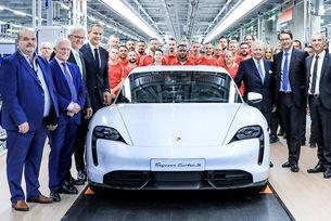 Porsche показа производствения процес на Taycan