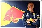 Red Bull преподписа с Албон
