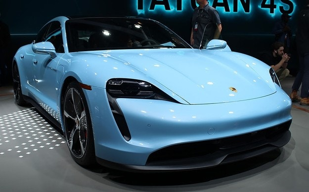Първият електромобил Porsche получи базова версия