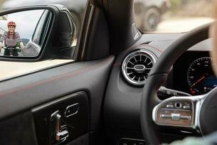 Mercedes показа интериора на новия GLA