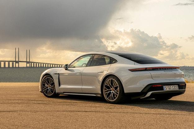 Porsche Taycan тръгна по пътя на успеха