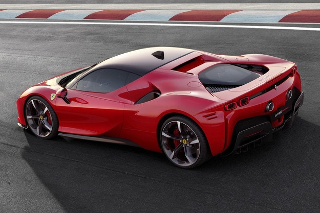 Без 100% електрически Ferrari преди 2025 г.