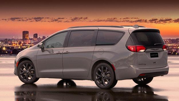 Chrysler Pacifica с двойно задвижване от нова година