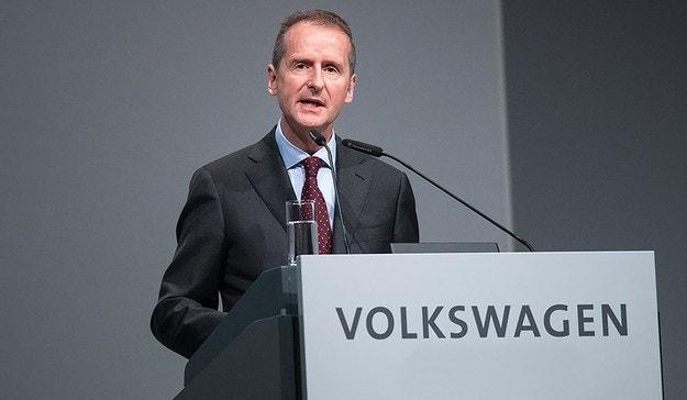 Шефът на VW обяви залеза на традиционните производители