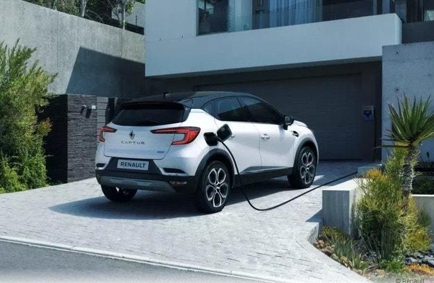 Renault направи хибридни Clio и Captur