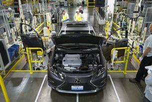 Съкращават производството на автомобили Lexus