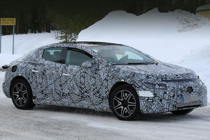 Издебнаха седана Mercedes-Benz EQE на тестове