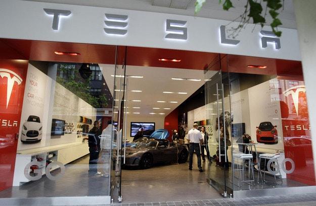 Tesla връща свои специалисти от Германия